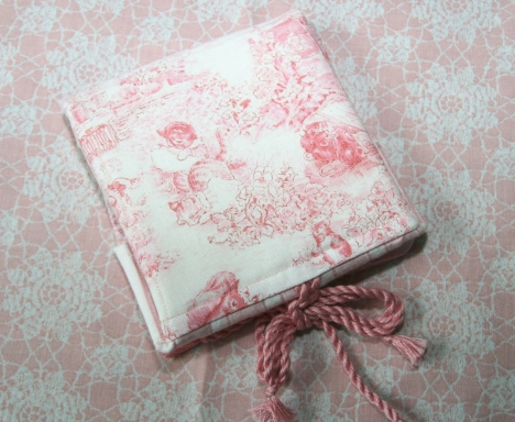 Back of the bead wallet...  I LOVED the pink toile!